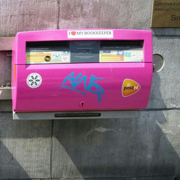 103. www.admin.nl - I love my bookkeeper - sticker - pink postbox - pink mail box - Gay Pride 2016 - Lesbian - amsterdam - canal parade - EuroPride 2016 -administratiekantoor - bookkeeper.jpg