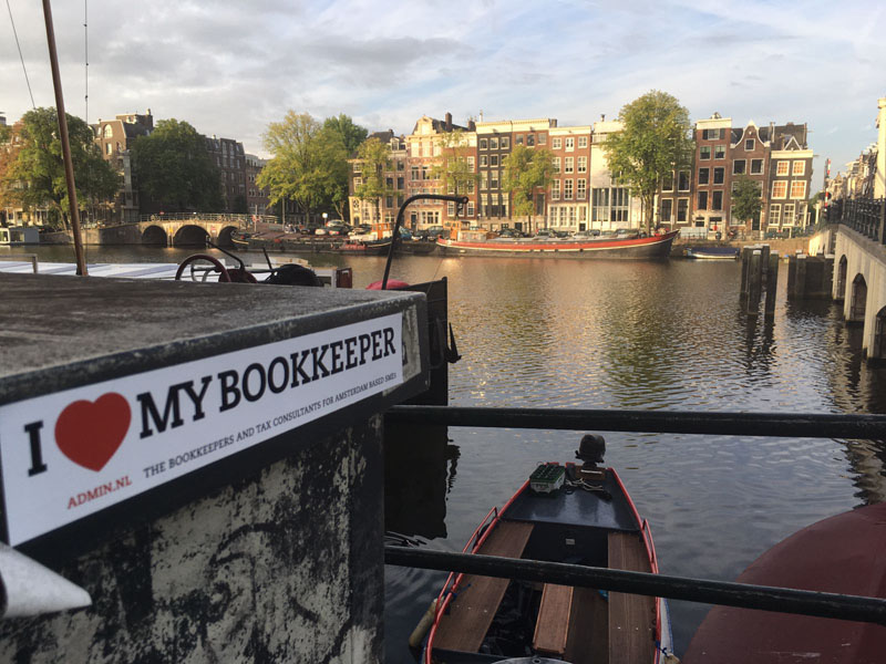 115. www.admin.nl - I love my bookkeeper - sticker - Magere Brug - De Amstel - Amsterdam - accounting - accountancy - bookkeeper - financial report.jpg